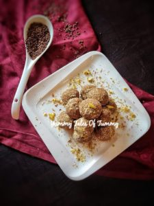 Alsi Pinni Recipe   Flaxseed Ladoo served in white plate