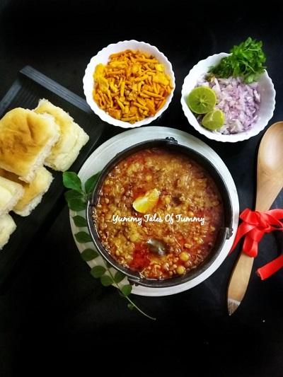 Misal pav recipe | Maharashtrian Misal pav