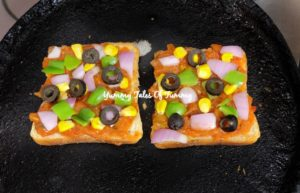 Bread Pizza Recipe | How to make Bread pizza on Tawa
