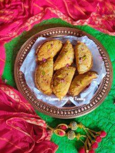 Maharashtrian Karanji Recipe | Coconut Gujiya