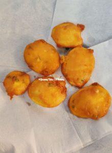 Aloo Pakora   Alu Bhajiya   Potato Pakoda placed on kitchen paper towel