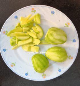 Raw mangoes peeled and sliced